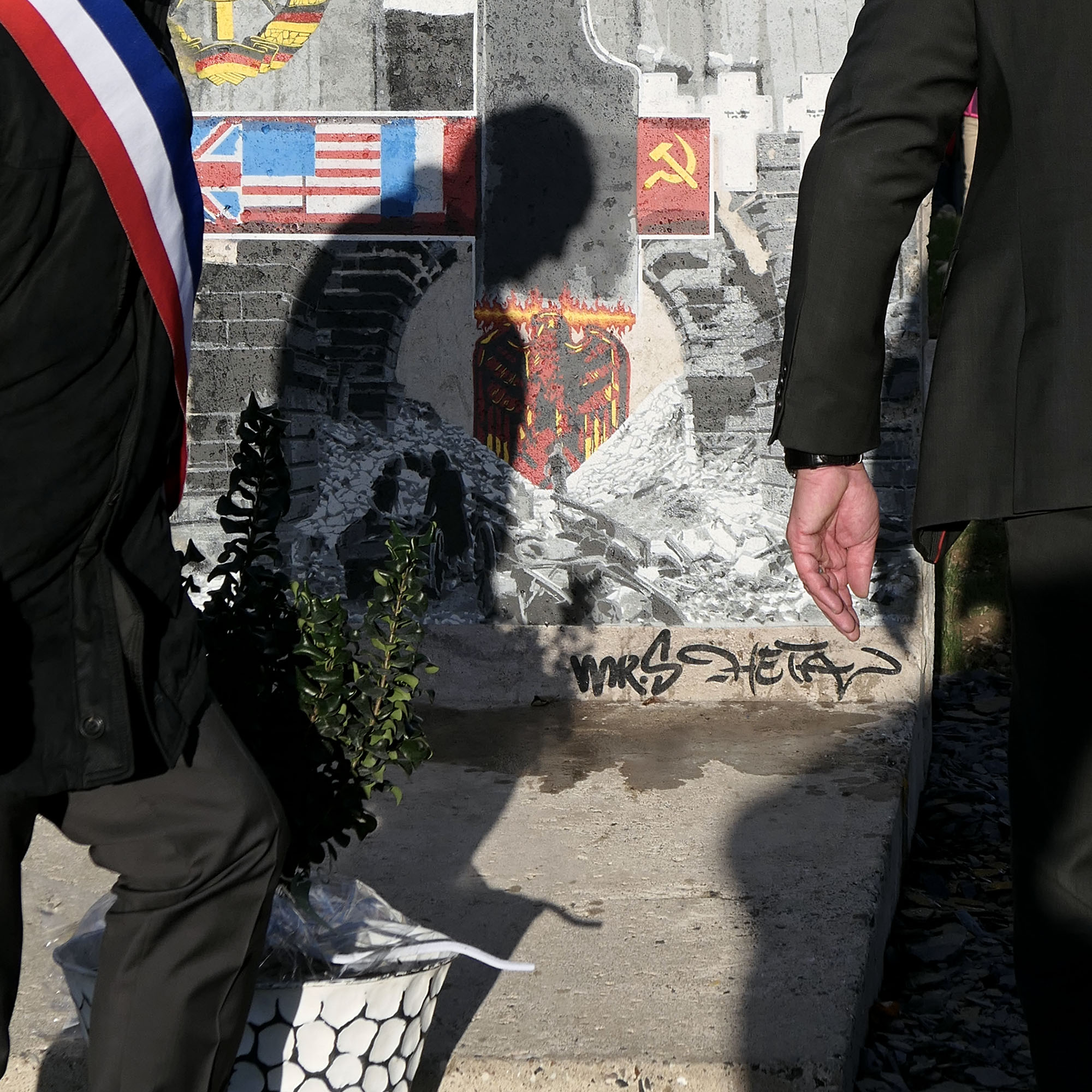 Bout-Mur-Berlin-signatures